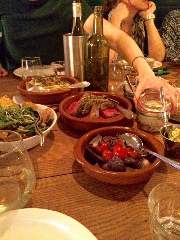 Franskinspirerad middag med många smårätter, supergott